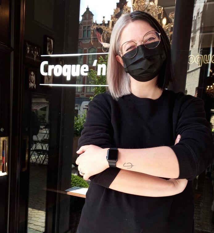 Chanel Lannoye, uitbaatster van Croque 'n Roll Mechelen, met een 'split hair dye'.