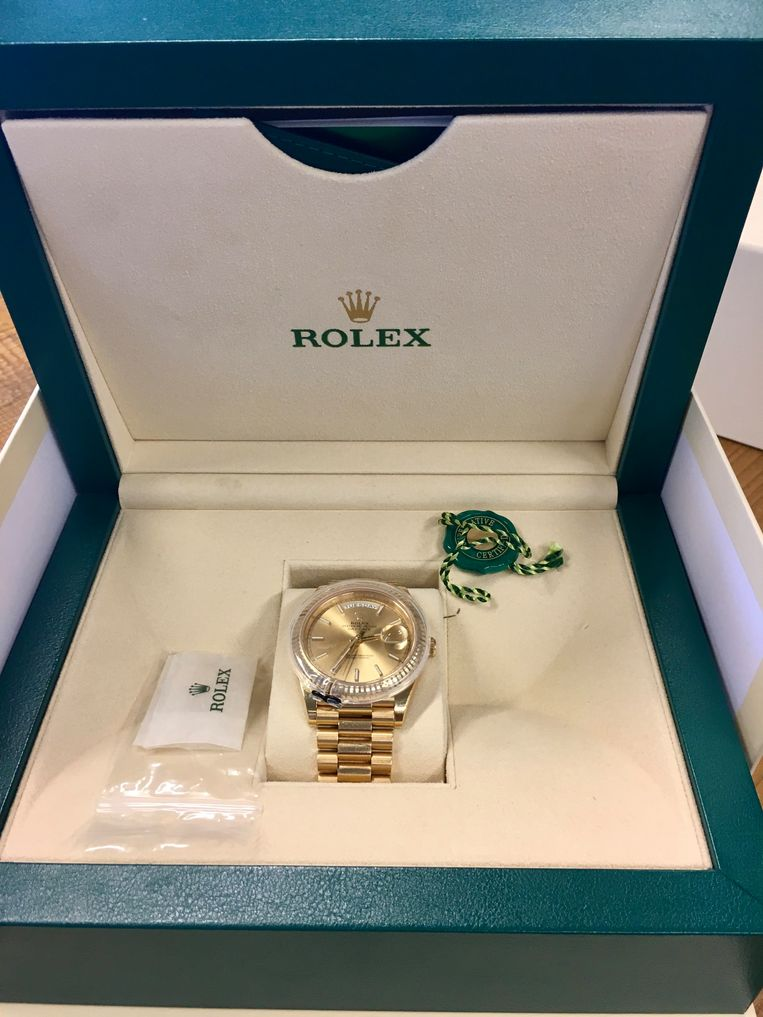 Bij huiszoekingen treft de FIOD of politie soms peperdure horloges nieuw in de doos aan. Beeld FIOD