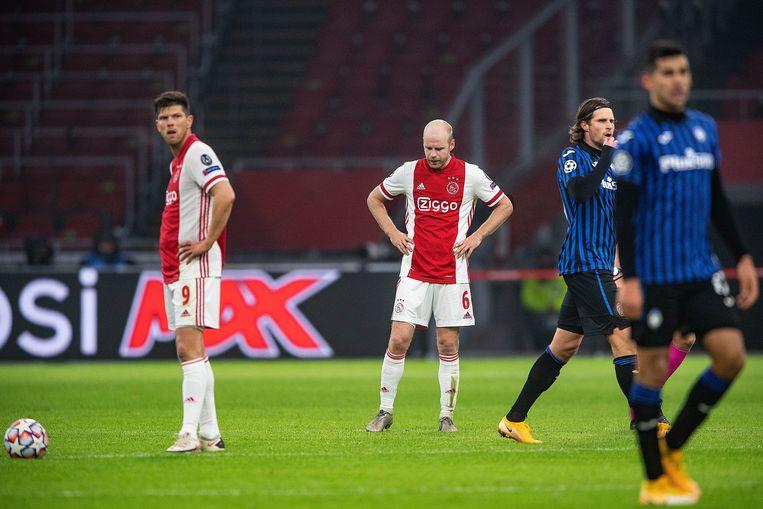 Davy Klaassen (midden) had kunnen scoren bij 0-0, maar in plaats van de hoek uit te zoeken schoot hij op doelman Gollini. Beeld Guus Dubbelman / de Volkskrant