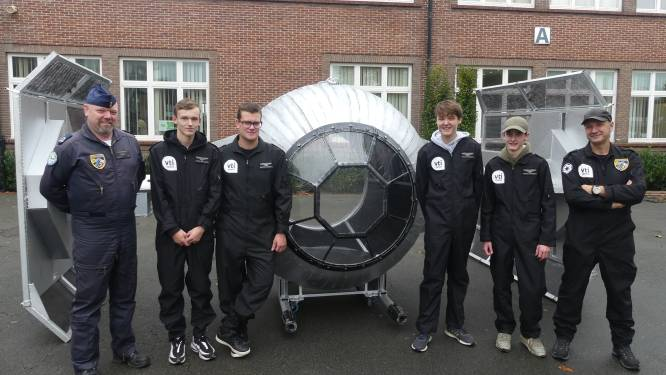 """VTI-leerlingen bouwen Star Wars-ruimteschip na en het leger is geïnteresseerd: """"Het ideale afscheidscadeau voor F-16-piloot"""""""