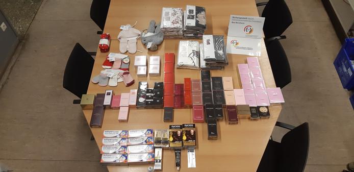 Deze goederen werden aangetroffen in de auto.
