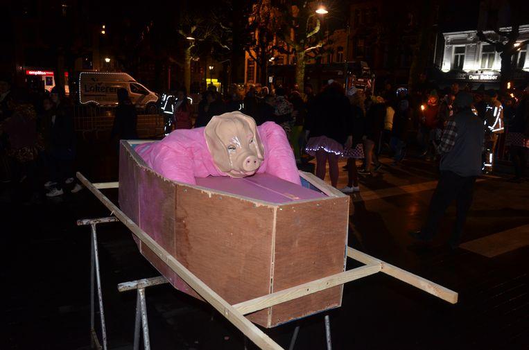 Het varken voor de verbranding.
