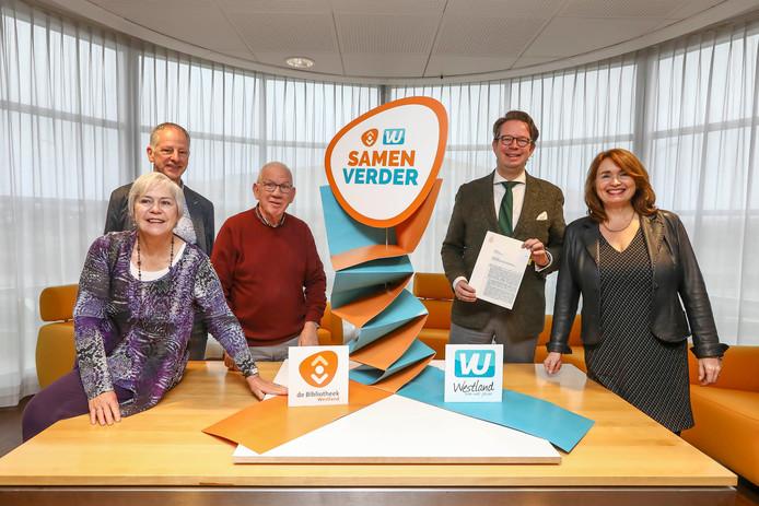 De officiële akte is gisteren ondertekend bij notaris Westland Partners. De VU is nu onderdeel van de bibliotheek.