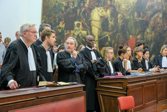 rechtszaak mensensmokkel: advocaten