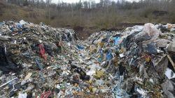 illegaal-belgisch-afval-ligt-te-stinken-in--milieu-inspectie-voert-onderzoek