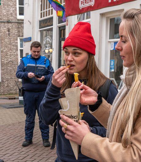 Happen en stappen! Frituurloop in Zwolle groot succes, tot de boa's komen: '4000 euro is veel frietjes'