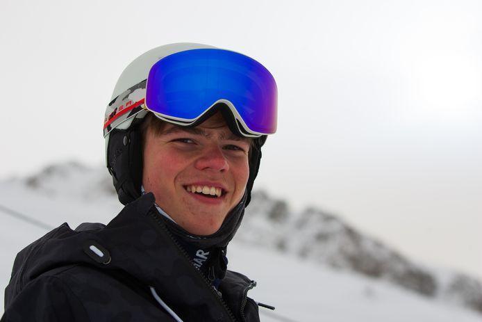 Snowboarder Youri Zorge uit Woensdrecht heeft zich geplaatst voor het WK jeugd in Rusland. Via crowdfunding probeert hij zijn reis te bekostigen, met oud-olympisch kampioene Nicolien Sauerbreij als mental coach.