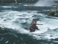 Un bateau coincé depuis 1918 en haut des chutes du Niagara se rapproche du précipice