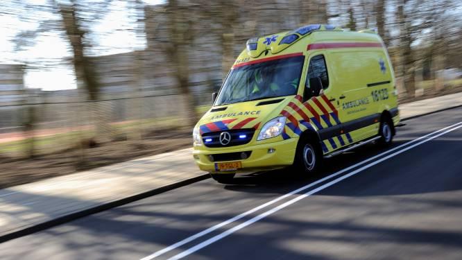 Man (26) zwaargewond na aanrijding op A16; stapte even daarvoor uit om hulp te bieden bij ander ongeval