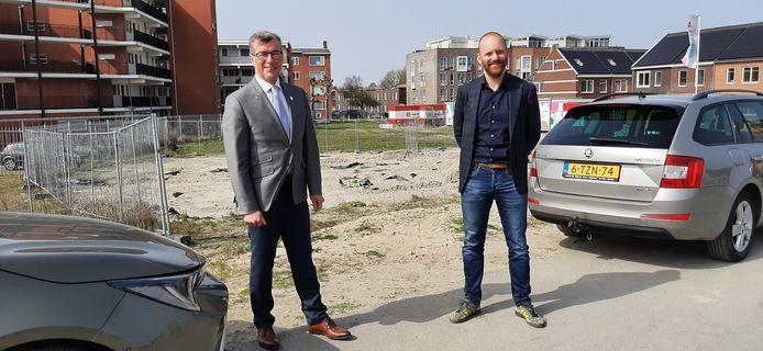 De Vlissingse wethouders John de Jonge (links) en Sem Stroosnijder.