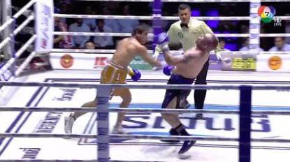 Thaibokser overleden na dubbele KO, huldigingsceremonie voor winnaar gaat gewoon door terwijl slachtoffer ligt te zieltogen in ring