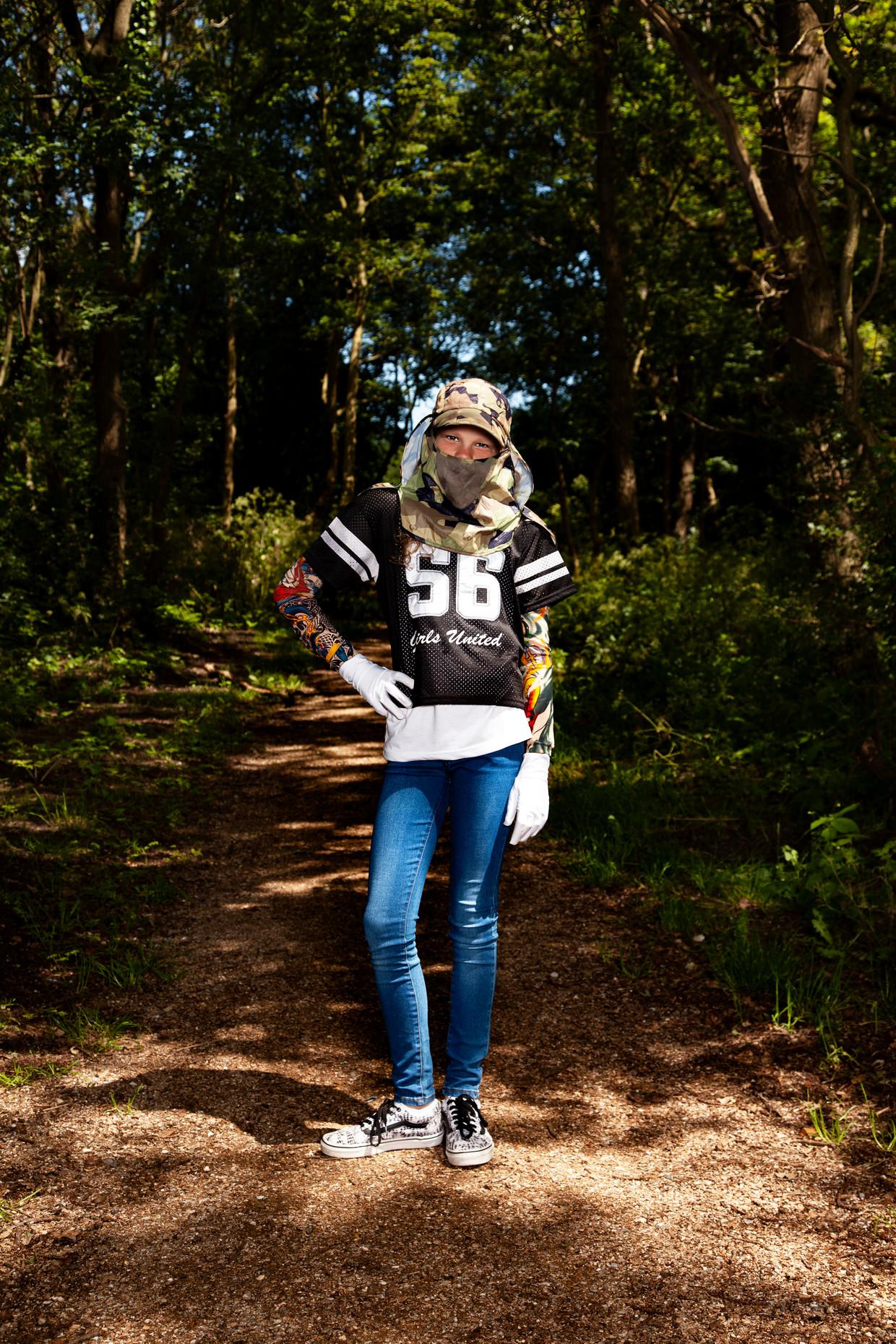 Yazz Quist (12): 'Ik ben best wel eigenwijs, dus zoveel kleding als ik op de foto draag heb ik niet vaak aan. ' Beeld Ernst Coppejans