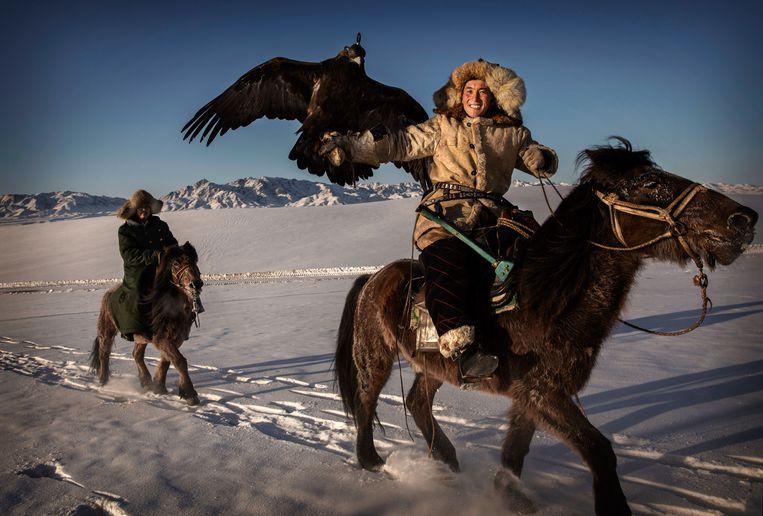 Een Chinese Kazach tijdens een jachtfestival in Xinjiang. Beeld Getty Images