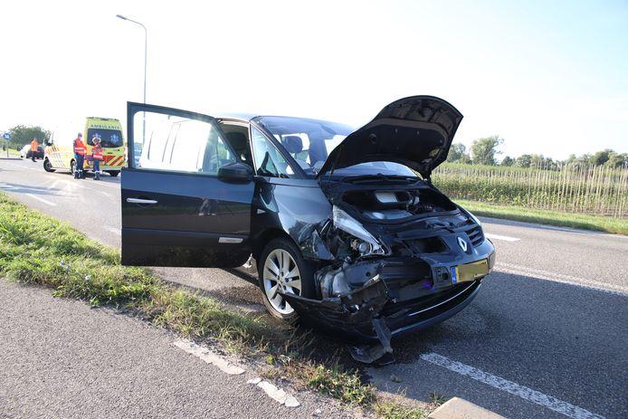De auto liep veel schade op door het ongeluk in Lienden.