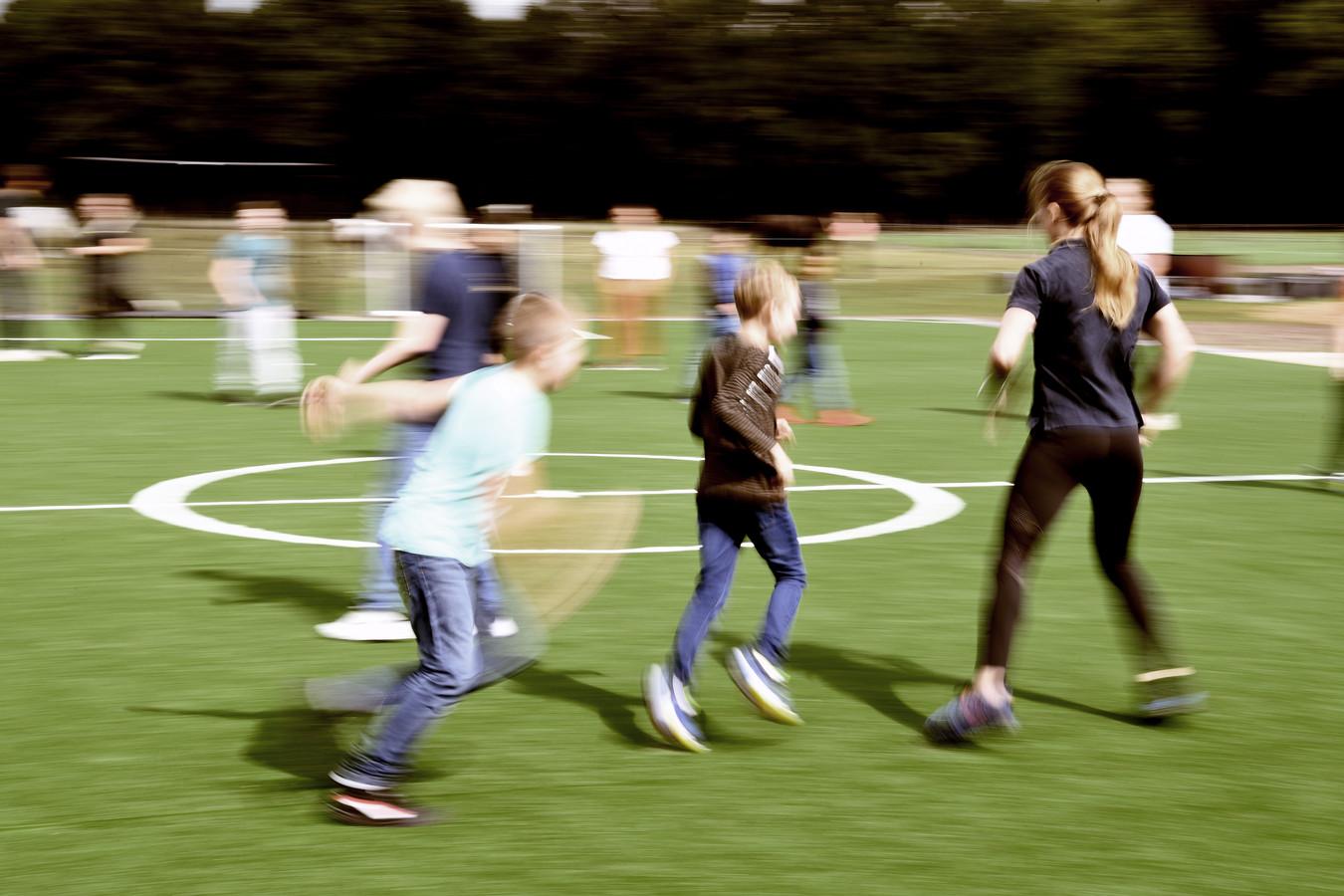 Kinderen uit het speciaal onderwijs vermaken zich bij AMO Actieve Opvang in Loon op Zand.
