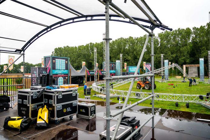 De opbouw van het volledig uitverkochte tweedaags Live Again! festival in Erp.