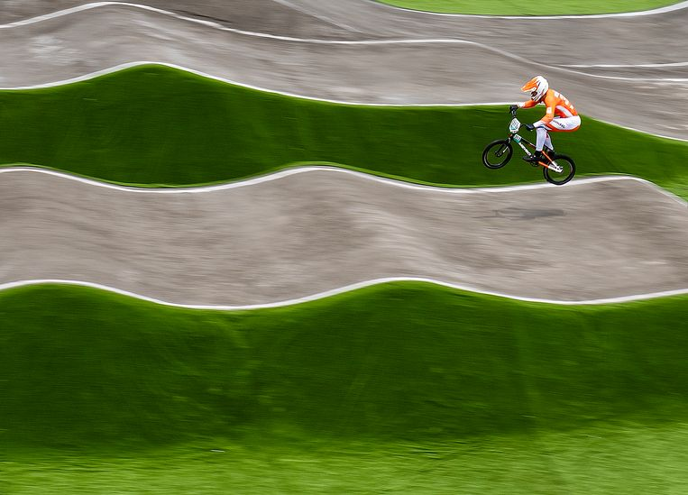 Nick Kimmann regeert op de BMX-baan van Tokio. Beeld Klaas Jan van der Weij