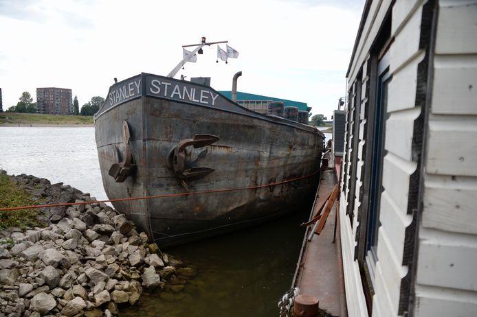 Het vrachtschip raakte een woonboot op de Neder-Rijn bij Arnhem