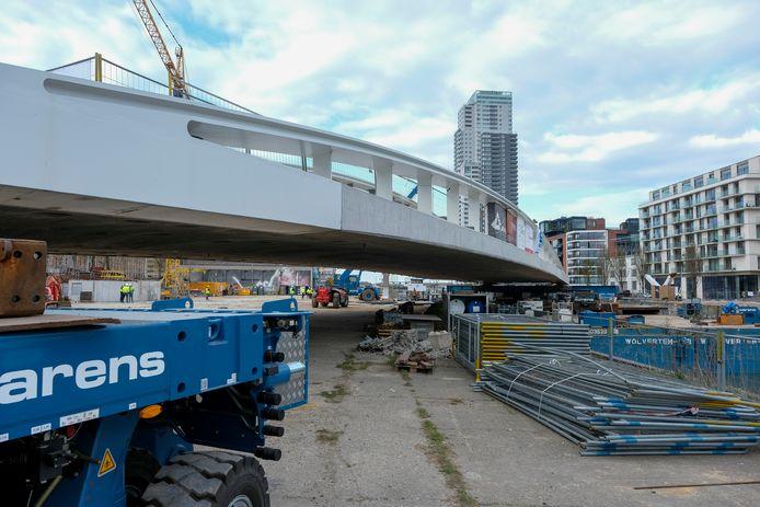 De brug zal enkel toegankelijk zijn voor voetgangers, fietsers en openbaar vervoer en wordt zo de eerste 'duurzame' brug in het Brussels Gewest.