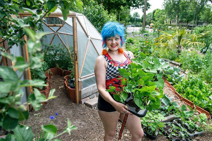 """Leonie Ruissen voelt zich helemaal op haar plek in haar Paradijstuin in het Brabant park in Breda. ,,Ik wist dat alles hierin voor mij samen zou komen."""""""