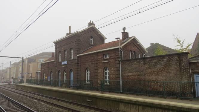"""Gemeente wil beschermd stationsgebouw aankopen: """"Opportuniteit voor bijvoorbeeld sociaal project of iets rond sociale economie"""""""