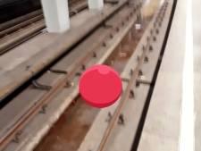Bestuurder scootmobiel gered van metrospoor