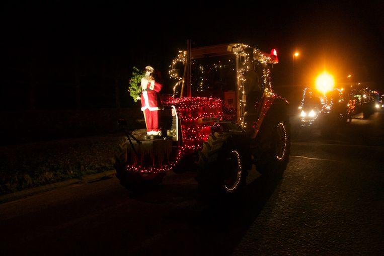 Naar jaarlijkse gewoonte trok de kerstparade door Desteldonk.