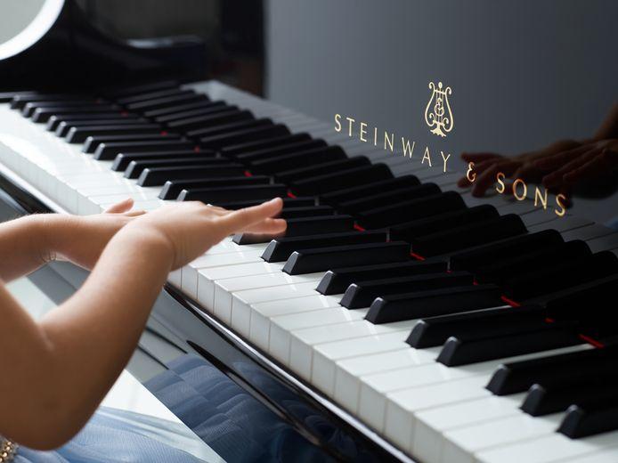 Piano's Maene brengt liefst 20 tweedehands Steinwaypiano's samen in Ruiselede