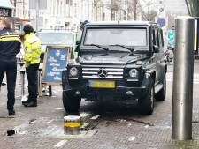 Gepantserde auto van de marechaussee blijkt niet bestand tegen poller