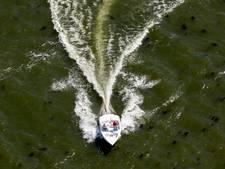 Beruchte speedbootbestuurder uit Neerijnen op de bon geslingerd