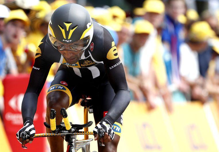 Merhawi Kudus van MTN Qhuneka ploeg komt over de finish tijdens de openingsrit van de Tour de France, een tijdrit over 13,8 kilometer. De Eritreese wielrenner is met 21 jaar de jongste deelnemer aan de ronde van Frankrijk. Beeld anp