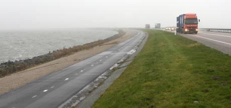Dode bij ongeluk op dijk tussen Lelystad en Enkhuizen, weg na uren weer open
