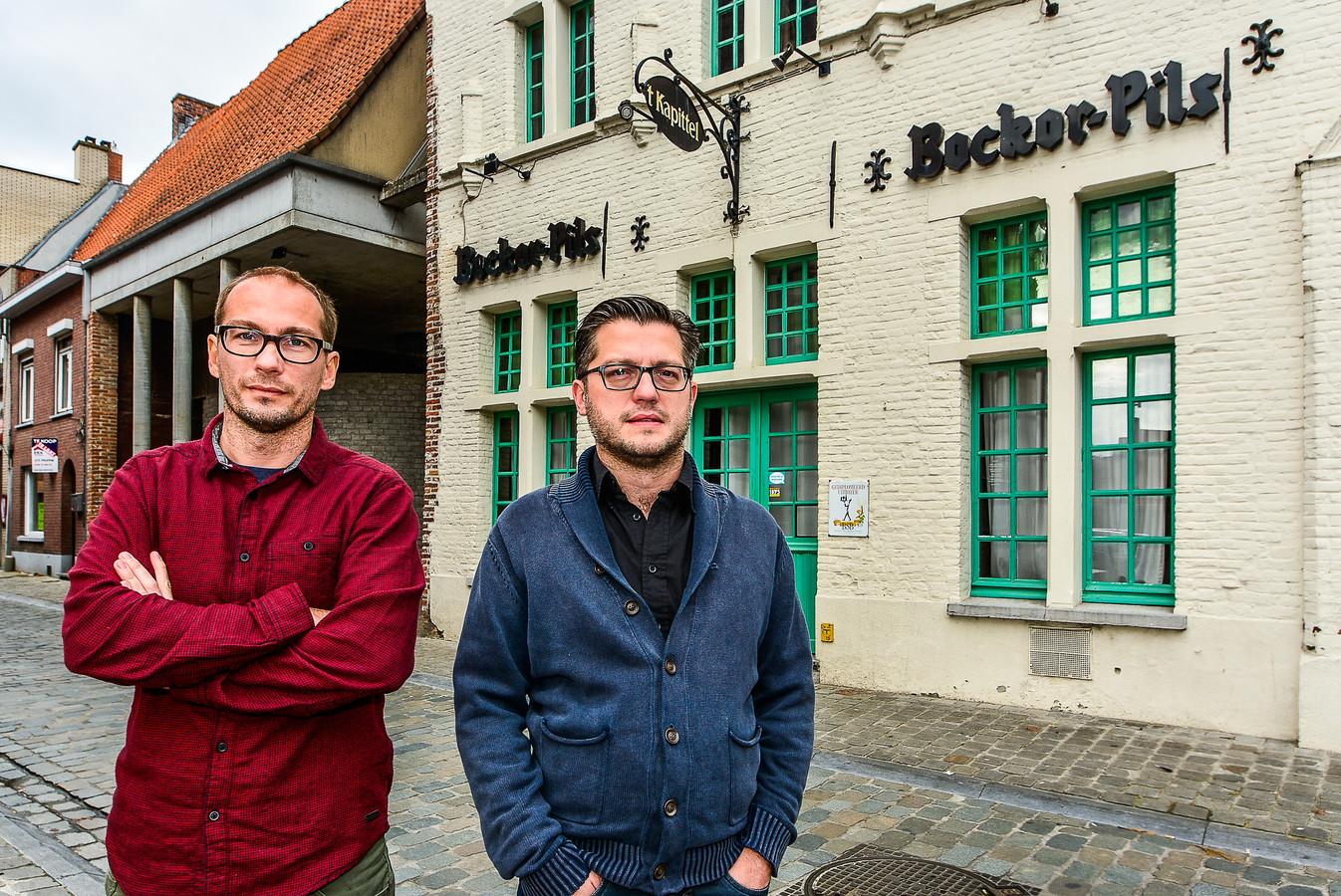 Broers Timothy en Gregory Volcke (rechts) aan 't Kapittel in de Ooievaarsstraat.