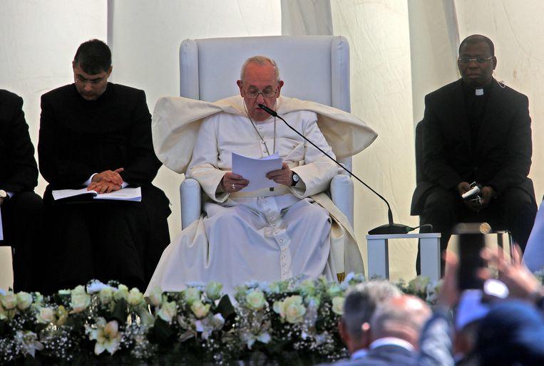 De paus spreekt in Irak. Beeld AFP