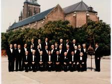 WeerZien: zangers en vaandeldrager Heikes Mannenkoor