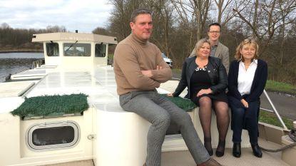"""Koppel 'verhuurt' woonboot aan het grote publiek: """"Je kan hier leren varen én feestjes organiseren"""""""