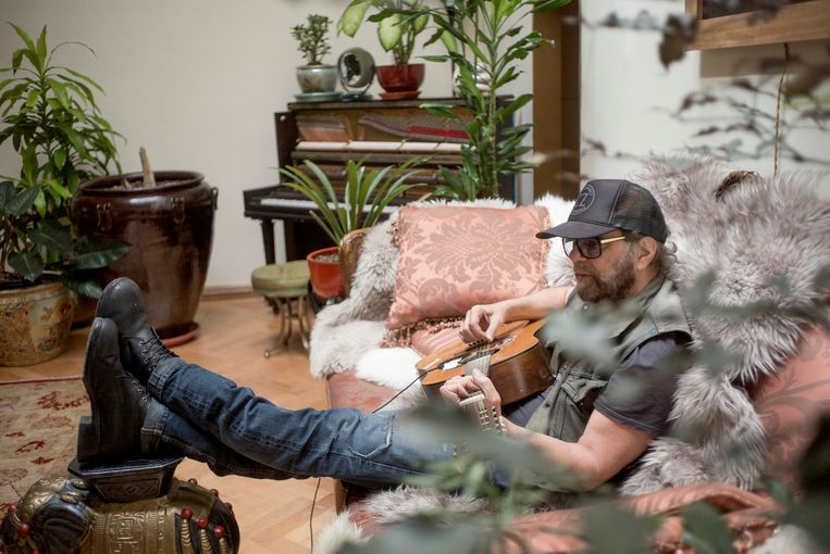 We kennen Daniel Lanois als producer en artiest als de man van een sound die groot en galmend is, maar ook een bijna meditatieve, ambient-kant heeft. Beeld Marthe Amanda Vannebo