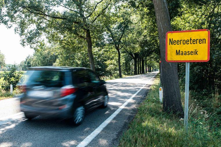 De Kinrooiersteenweg tussen Neeroeteren en Kinrooi. Ook wel gekend als de 'dodenbaan'.