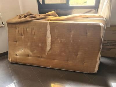 Des vacanciers dénoncent l'insalubrité de leur hôtel Covid en Sicile