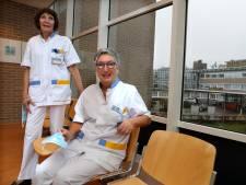 Gepensioneerde verpleegkundigen Els (75) en Marianka (74) terug aan het front: 'Dit is echt een crisis'