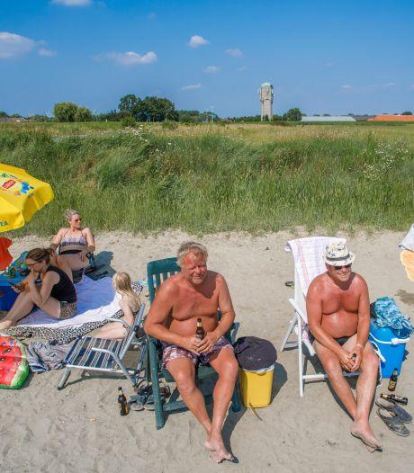 Naastgelegen stortplaats is vervuilend, maar strandje bij Sint Philipsland blijft onverminderd populair