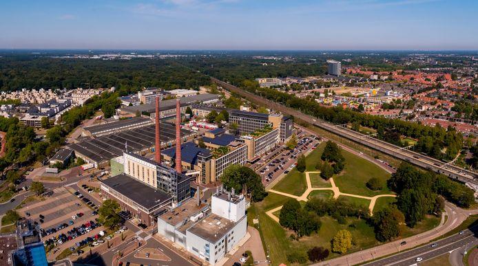 Bedrijventerrein Strijp-T gezien vanaf Strijp-S. Rechts op de voorgrond het Gloeilampplantsoen.