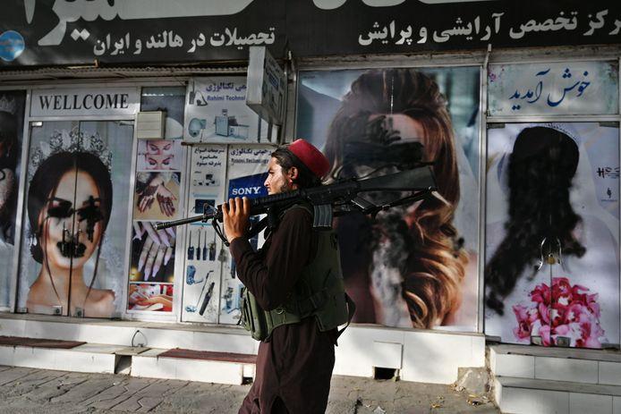 Een talibanstrijder in Kaboel
