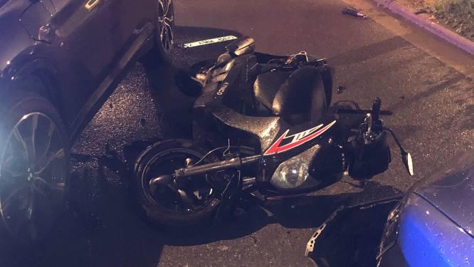 Bromfietser (16) zwaargewond na aanrijding met BMW