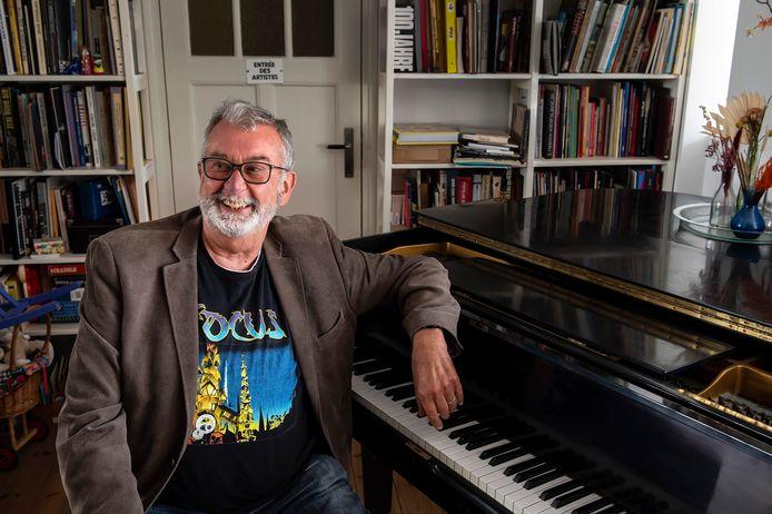 BREDA - Joep Peeters haalt thuis achter de piano herinneringen op aan vijftig jaar jazz in Breda.