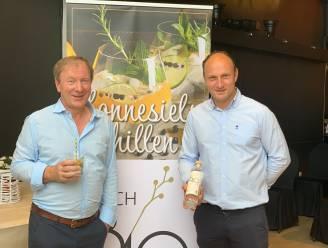 """Vader Yves en zoon Kristof van restaurant SudWest brengen eigen gin op de markt: """"Elke deelgemeente van Londerzeel komt terug in de smaak"""""""
