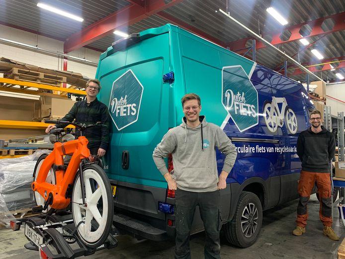Drie makers van DutchFiets dat mede in Zwolle werd ontwikkeld.
