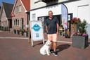 Frans Wieland met hond Max.