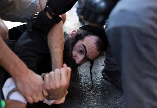 De arrestatie van verdachte Yishai Shlissel in Jerusalem