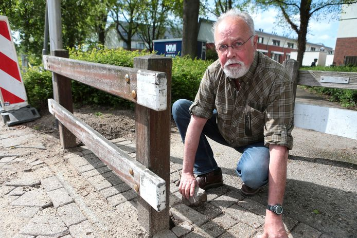 De straat bij het huis van Rick van der Meulen wordt twee keer in de maand opgebroken om het mediterraan draaigatje met stoom te bestrijden. Ook worden aaltjes ingezet tegen de bijtmieren.